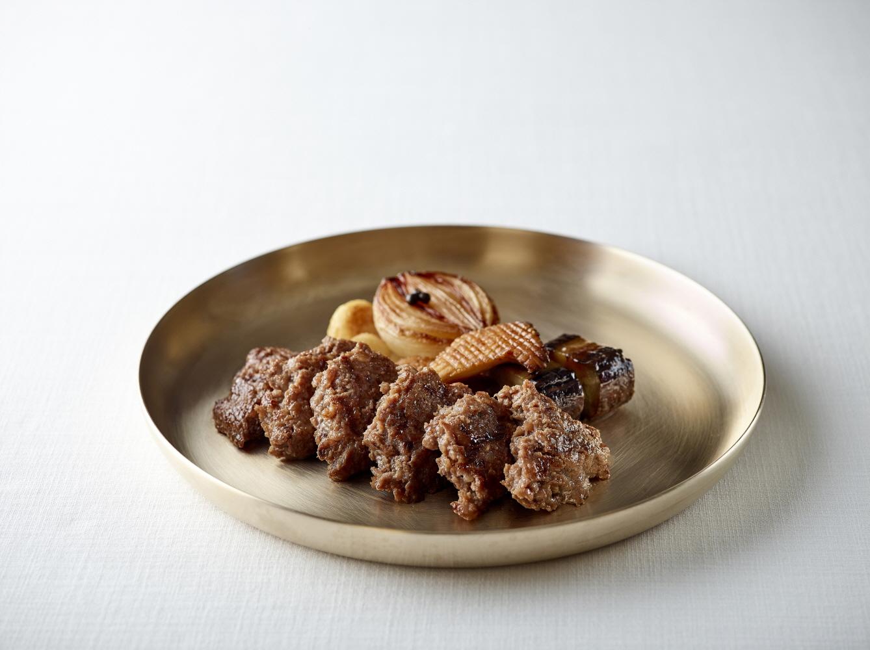 라연의 석쇠불고기는 최고급 한우의 감칠맛에 숯향이 은은하게 감돈다