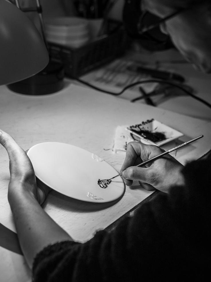 Safran 為 Vulin 獨家打造的「Butterflies」系列餐盤,手製關係,每天只能做八隻。(圖片來源:Safran)