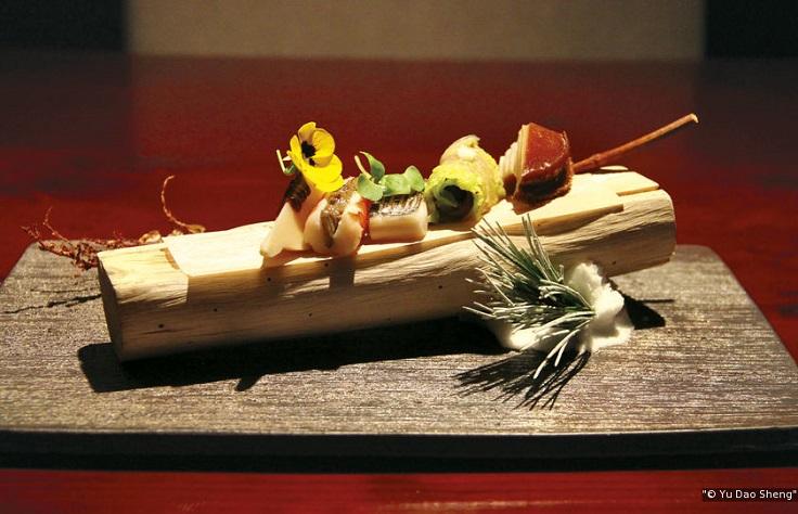 魚道生是以江戶前壽司的處理方式,加上懷石料理的特色,表現季節感與美感。,