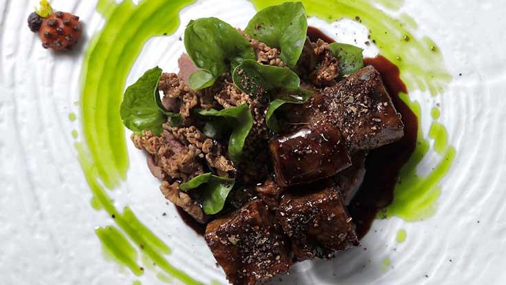 เมนู Rainforest รังสรรค์จากเนื้อวากิวญี่ปุ่นย่าง ผสานกับ riceberry germ puree และ seasonal mushrooms <br>เครดิตภาพ: ร้าน Cuisine de Garden