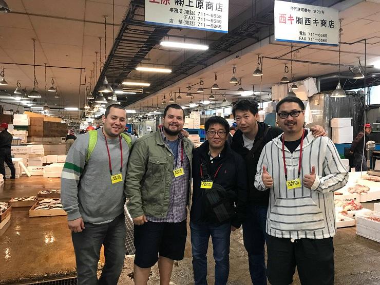 HAKU 大廚 Agustin Balbi (左二)和同事們一起到日本考察食材。(圖片:HAKU)