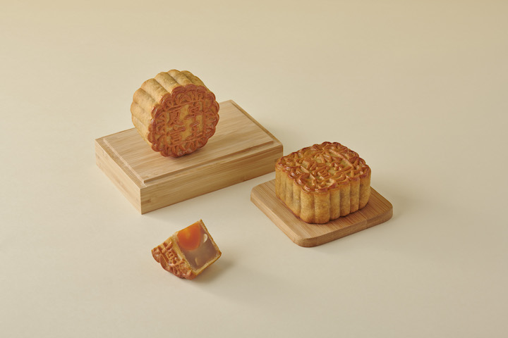 Baked traditional Cantonese-style mooncakes with white lotus paste with single yolk and melon seeds (Photo: Regent Singapore)