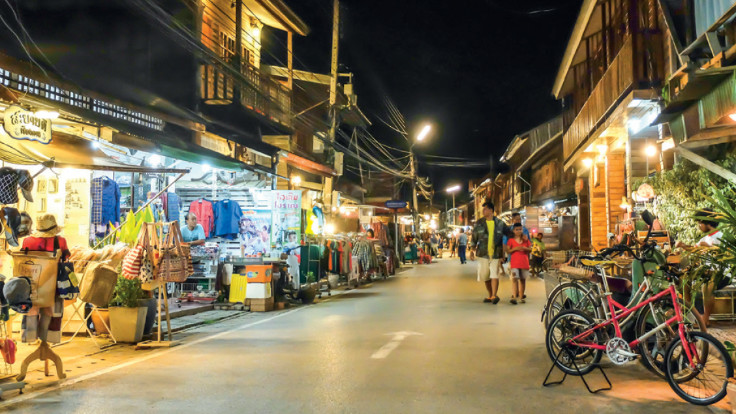 Chiang Khan Walking Street. Photo credit: TAT.