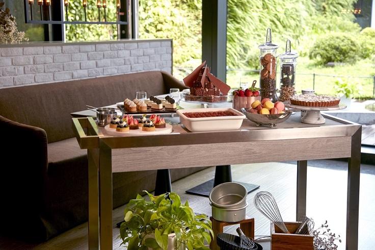 La Farfalla 改變營業型態,推出單點菜單,也加入更多視覺元素,例如桌邊服務的甜點車。(圖片:La Farfalla提供)