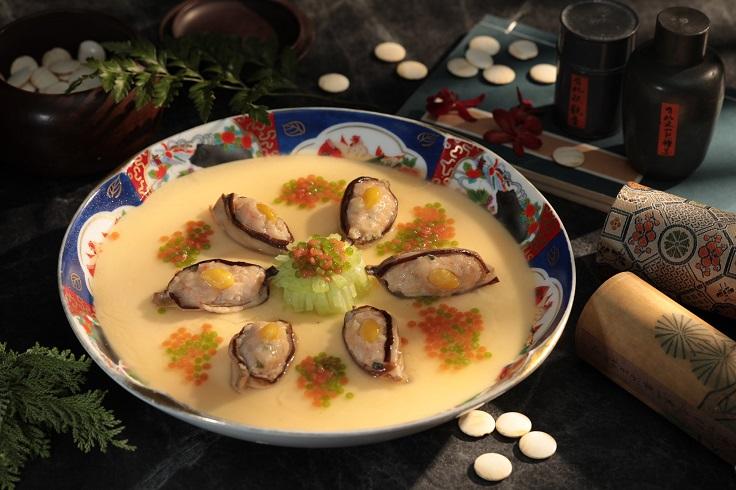 山海樓推出辦桌菜新菜色,呈現包括八大宴席闔家宴菜色之一的「鳳眼鮑魚」等菜色。(圖片:山海樓提供)