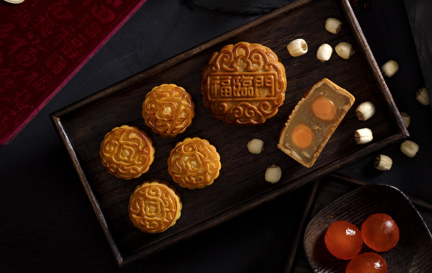 福臨門欖仁白蓮蓉月餅,甜度適中,又有欖仁清香。(圖片:福臨門)