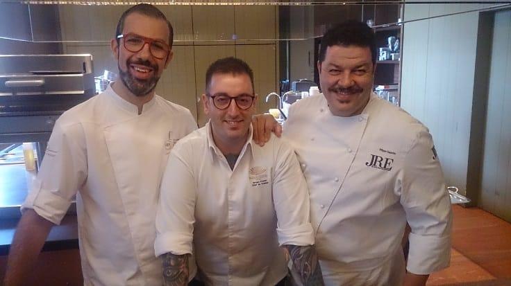 三位出身托斯卡尼的大廚九月初在台北舉行聯手餐會。左起 La Leggenda dei Frati 甜點主廚 Gabriele Vannucci、Bencotto 主廚 Iacopo Frassi、La Leggenda dei Frati 主廚 Filippo Saporito。(謝明玲攝)