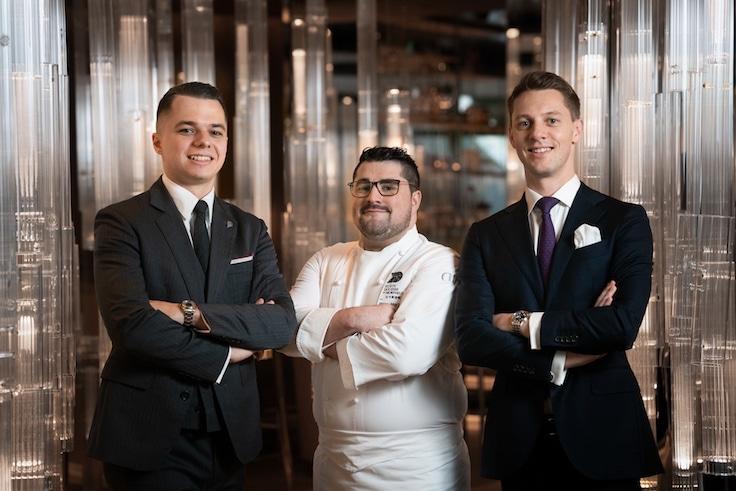 (左起)餐廳的首席侍酒師 Thomas Ferrand、主廚 Pierre Marty 及餐廳總監 Christopher Bothwell 目標一致,打造完美的餐飲體驗。