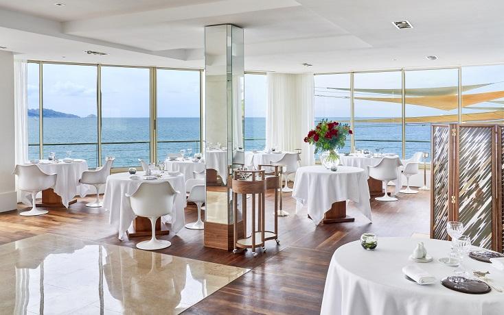 Le Petit Nice 就在海邊,客人可以一邊用餐,一邊享受蔚藍大海的景致。