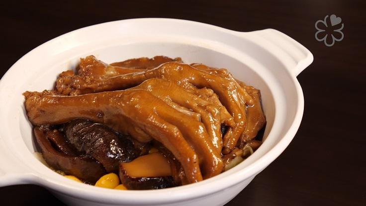 經典粵菜烏參鵝掌煲。