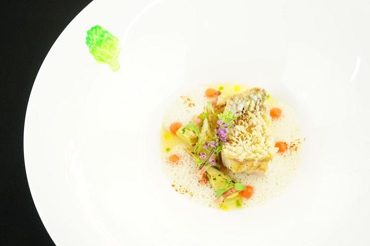 L'Amadai cuit en écailles, relevé d'un bouillon barigoule aux artichauts et perles de carottes by Florence Dalia.