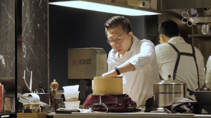 Host chef Jun Lee prepares deodeok in traditional red ginseng style.
