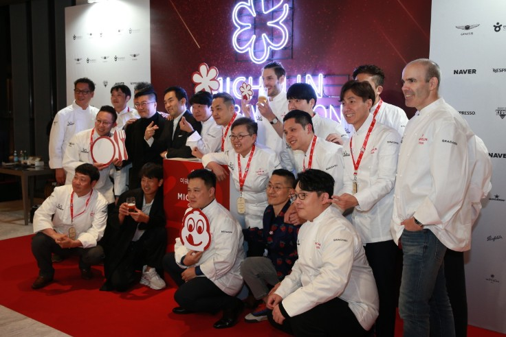 Chefs from one, two and three-MICHELIN-starred restaurants in Seoul pose for a group photo.