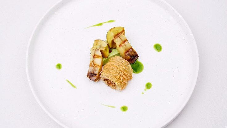 Silk pastry-wrapped yellow chives roll with porcini and chive oil at Wujie (Pic: Dashu Wujie)