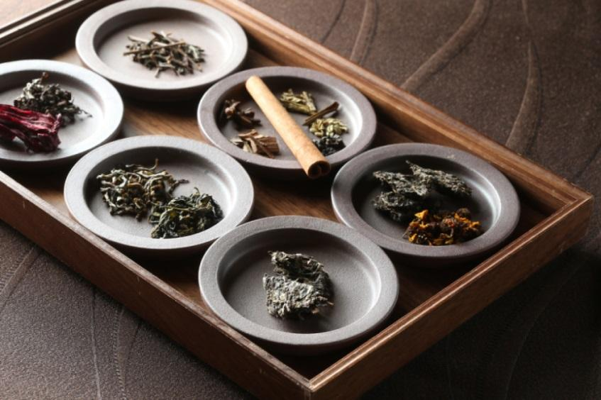 Shoun Ryugin's tea sommeliers showcase the tea leaves as they serve their premium tea pairings for each diner's appreciation (Photo: Shoun Ryugin)
