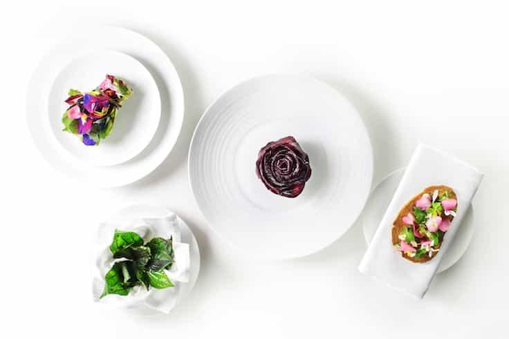 米芝蓮餐盤推薦 Petrus 大廚 Uwe Opocensky 的紅菜頭前菜,當中的辣椒葉便是他和採集者及農夫合作的成果。(圖片來源:Petrus)