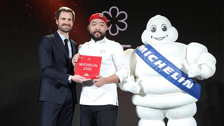 Electric chef Andy Yang of Table 38 with Gwendal Poullennec, International Director of the MICHELIN Guides.