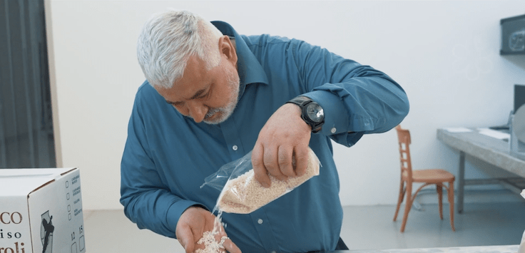 米芝蓮三星餐廳 8½ Otto e Mezzo - Bombana 大廚 Umberto Bombana 選用的 risotto 米,採用環保方法生產,成本貴,但他認為既然餐廳能承擔這個費用,他們更應該為環境出一份力。