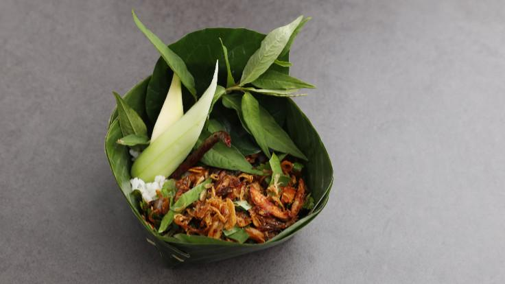 Chiang Mai <i>larb kua</i> with Guinea hen, organic rice from Ichpakayaw farm and green tea broth.
