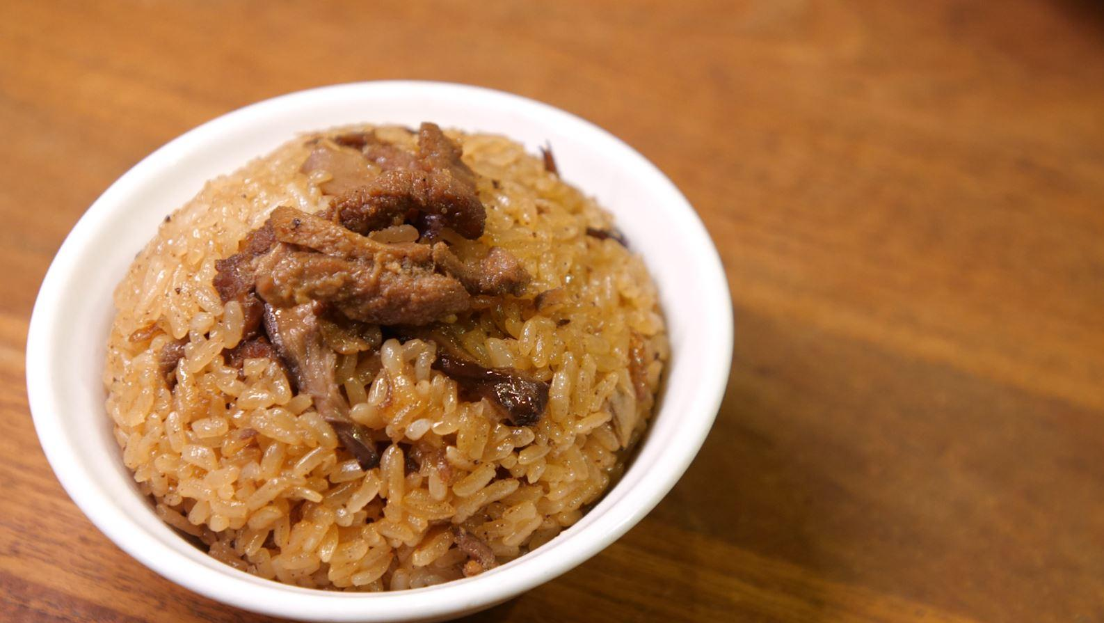 Glutinous oil rice is one of Shuang Yue's signature dishes.