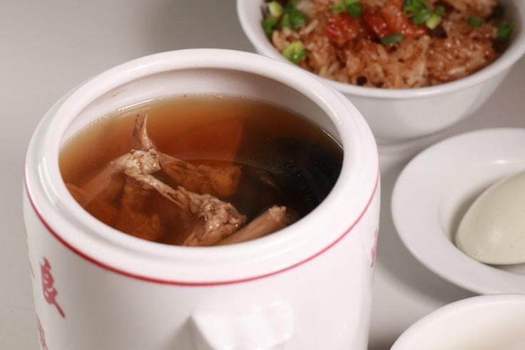 每日恆常有五六款湯水供應。(攝影:陳佳男)