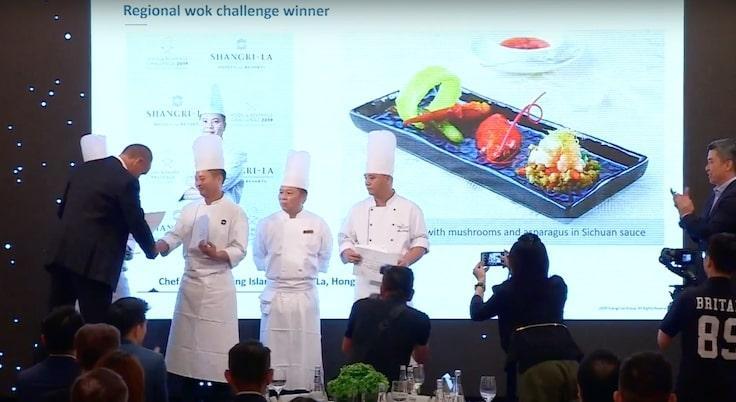 梁汝興(左二)早前在公司舉辦的內部比賽,贏得炒鑊組冠軍。
