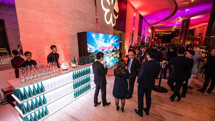 At the pre-dinner reception, guests mingled over canapes, cocktails and refreshments provided by evian and Badoit.