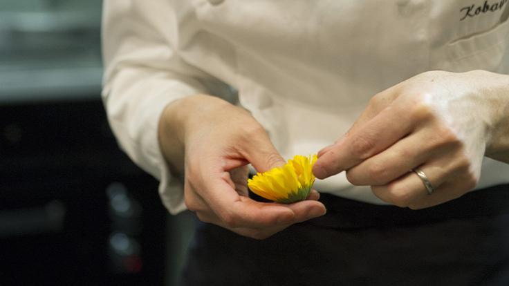 Détail, finesse, application. ©Thuriès Gastronomie Magazine Pascal Lattes