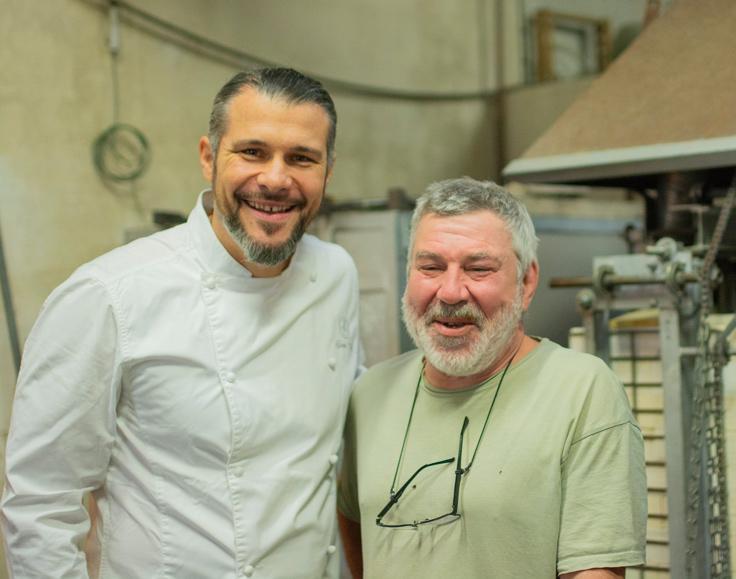 Glenn Viel et Alban Gaillard, souffleur de verre à St-Rémy-de-Provence ©G. Rouzeau / Michelin