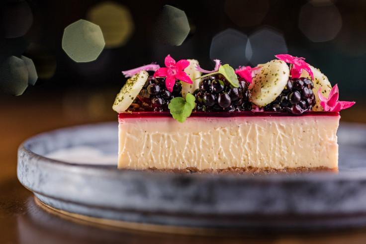 Roganic 情人節餐單上的紅桑子芝士蛋糕(圖片來源:Roganic)