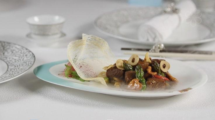 「沙薑舞茸炒鹿兒島和牛」是黃煒皓上任後推出的新菜式。