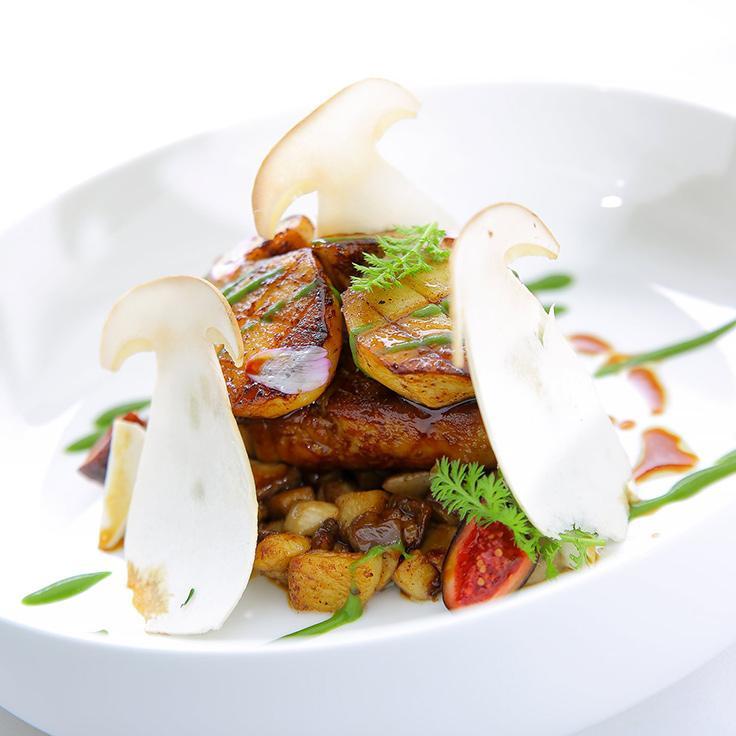 Petite gourmandise entre les cèpes et le foie gras ©Maison Saint-Crescent