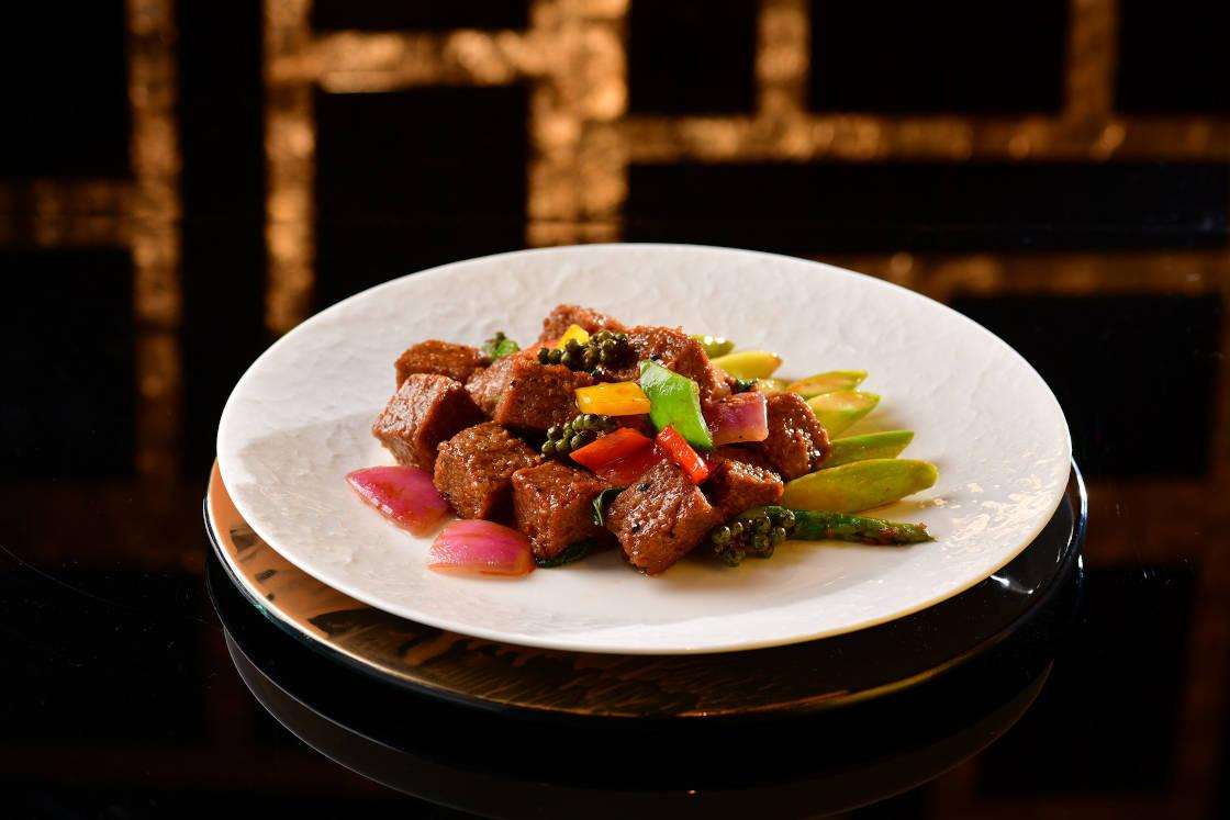 明閣的「花椒羅勒未來牛肉漢堡」(圖片來源:明閣)
