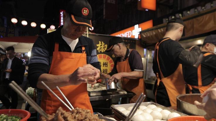 吴玉成做胡椒饼做了 36、37 年了,从不怕人模仿。