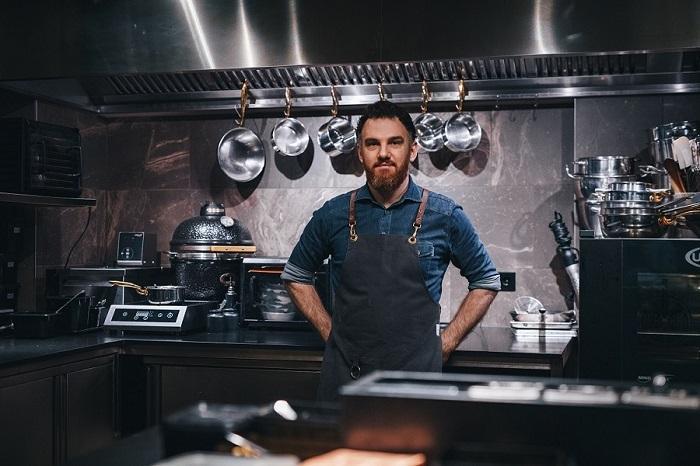 Küchenchef René Frank © Jakob Nawka / Trauth / CODA Dessert Dining