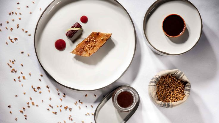 La Pintade de M. Edmond, l'aile et la cuisse, tarte qui n'est pas au chocolat ©Alain Maigre