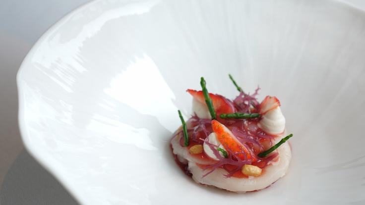 A new dish on the menu, Stroobant's scallop carpaccio now features dulce seaweed, pine nut cream and an intriguing fermented strawberry sauce made from fruit imported from Japan. (Photo: MICHELIN Guide Digital)