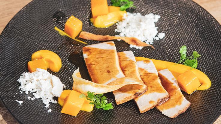Cochon rôti, purée de butternut, malto noisette, jus de viande ©G. Rouzeau/Michelin