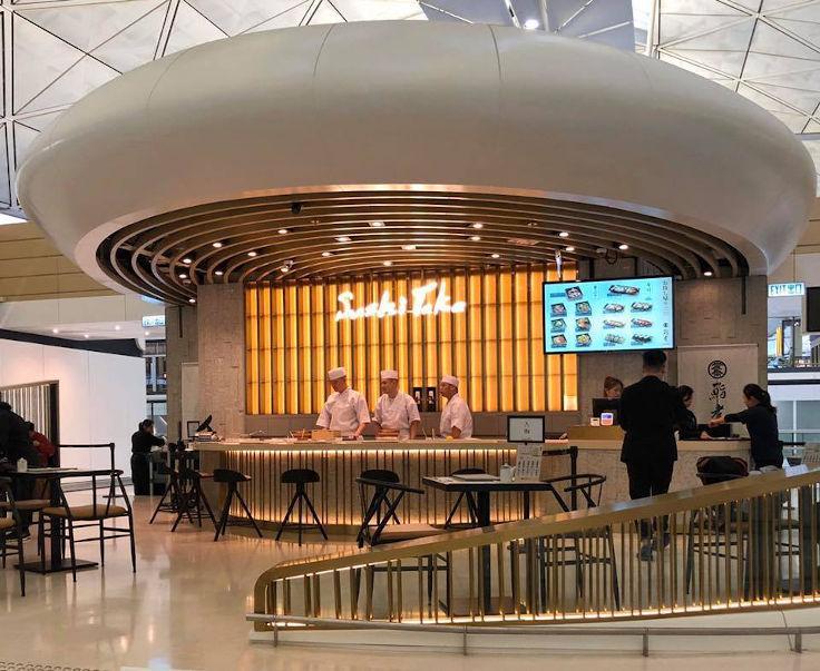 「鮨孝」位於香港國際機場一號客運大樓東大堂的美食廣場內(圖片:鮨孝)