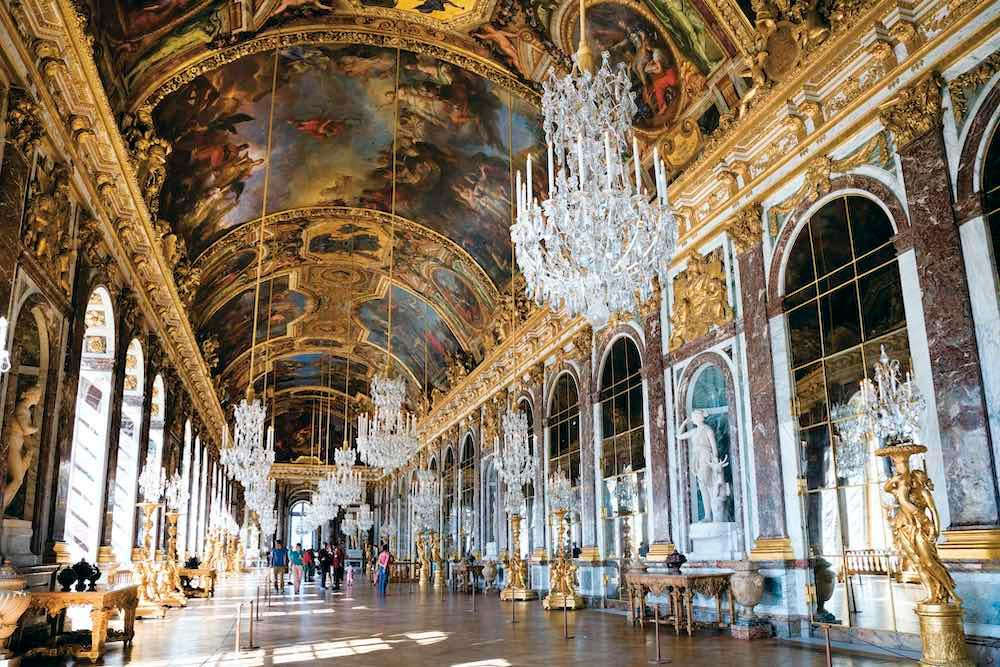 Hall of Mirrors, Palace of Versailles © JTB Photo/age fotostock