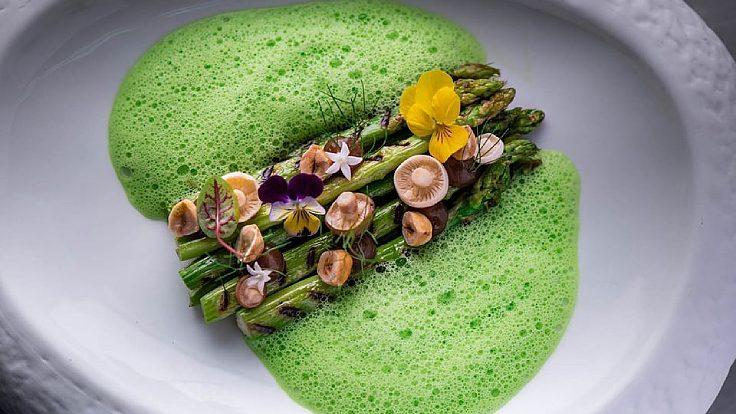 Fresh asparagus menu from Oxygen Dining Room in Chiang Mai (©: Oxygen Dining Room)