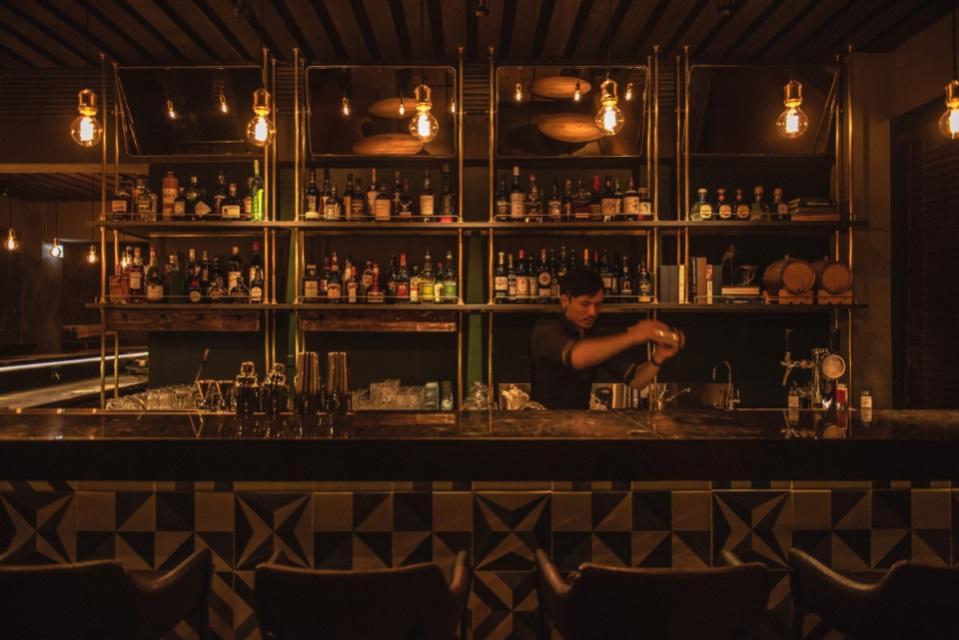 在 Longtail ,用餐可以搭 cocktail pairing,也可以點單杯不一樣的調酒,也可以隨客人喜好,創造專屬的調酒。(圖片:Longtail 提供)