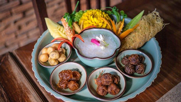 "Ruen Mallika's take on ""khao chae"". (©: Angie Thien/ MICHELIN Guide Thailand)"