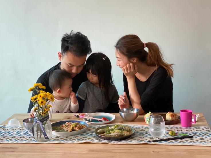 鄭永麒(Vicky)每天都會為太太和女兒準備好午飯及晚飯,才會回餐廳工作(圖片:VEA)