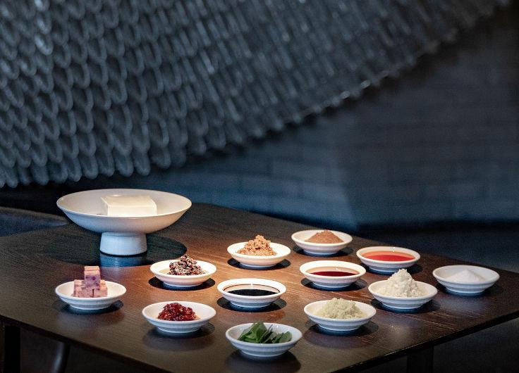 制作香煎午餐肉麻婆豆腐所需材料。