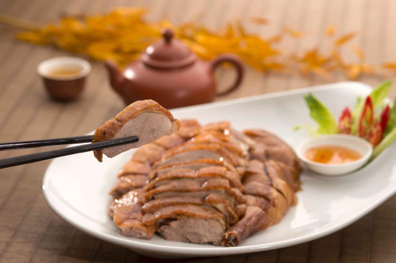香宮的掛爐燒鴨,現在外帶也更方便了。(圖片:香格里拉台北遠東國際大飯店提供)