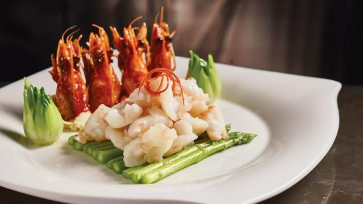 Ming Court Wanchai's signature Sauteed Tiger Prawn Slices With Asparagus dish. (Photo: Ming Court Wanchai)