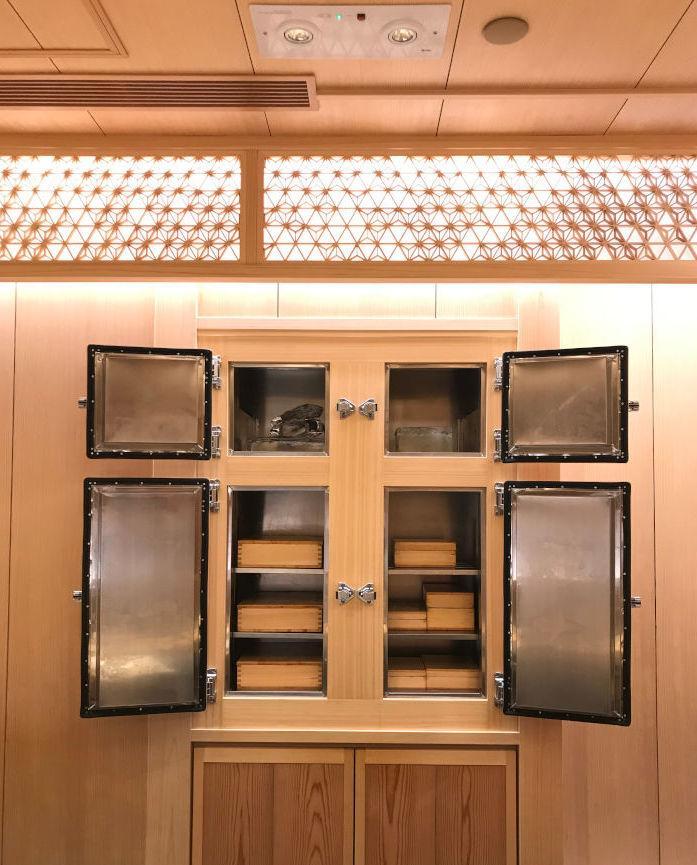 Sushi Shikon Refrigerator Himuro exterior with ice body.jpg