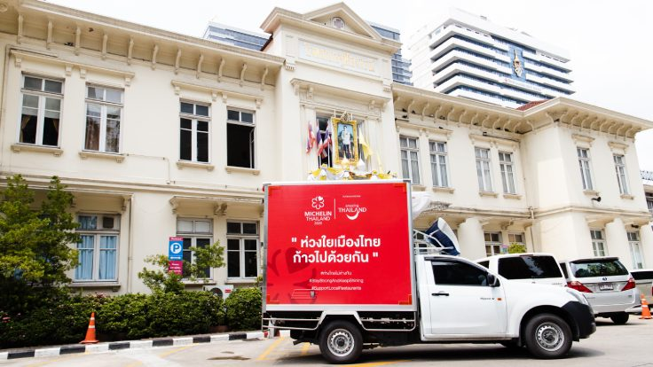 "The ""Thailand Together"" project distributed 2,000 meal boxes to nine hospitals. (© MICHELIN Guide Thailand)"