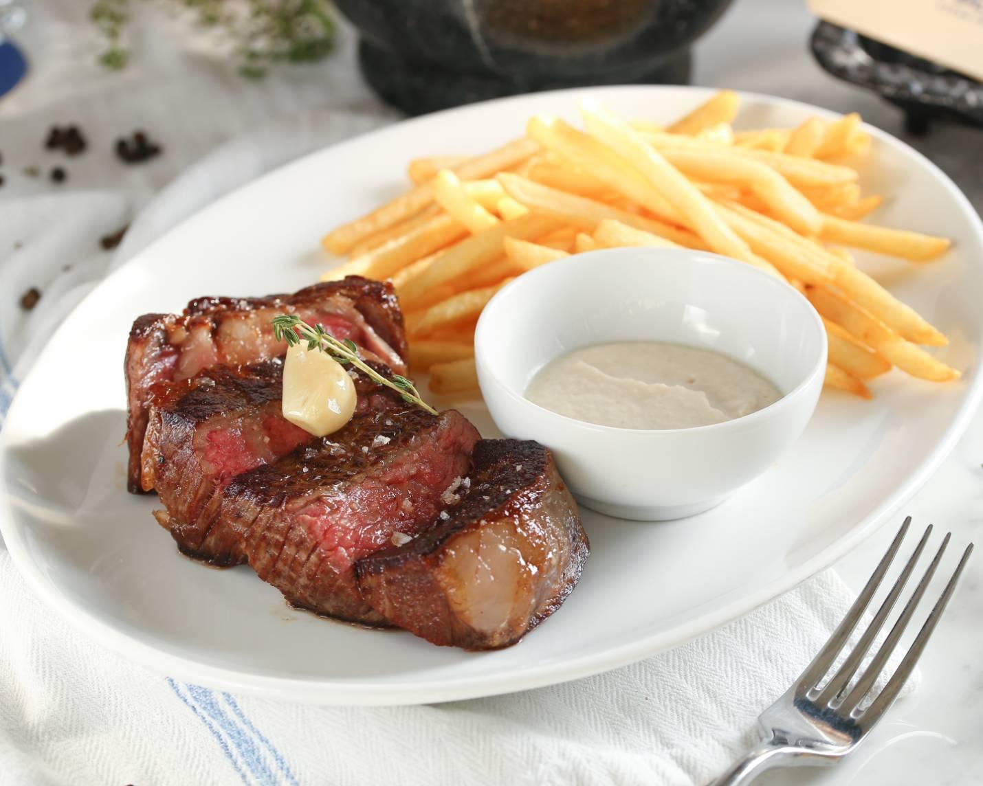 Le Blanc 的牛排薯條,簡單扎實。(照片:Le Blanc 提供)
